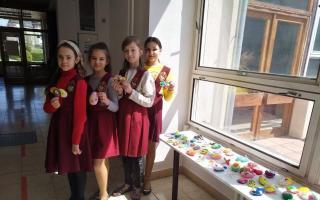 Великодня виставка робіт учнів з народних ремесл